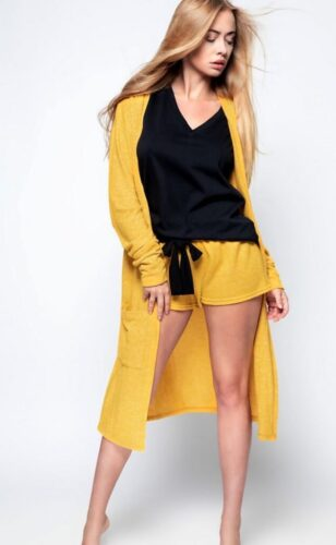 Shop & discover women's shorts for all occasions at www.amora-shopping.com