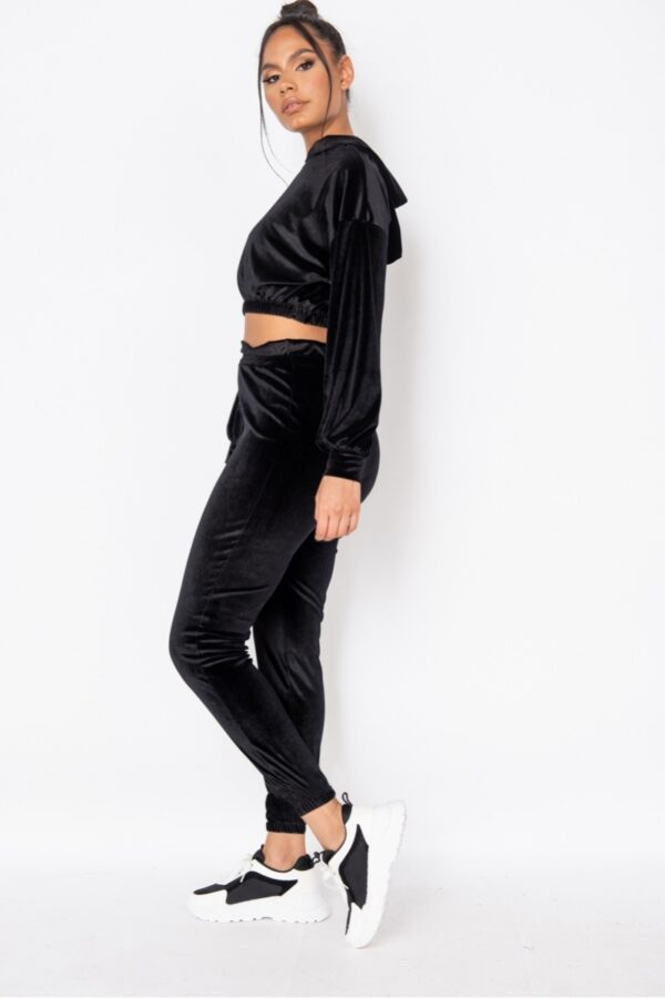 knitwear and Black Velour Cropped Hoodie & Jogger Lounge Set at www.amora-shopping.com