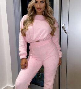 Shop Baby Pink Teddy Borg Crop Top & Jogger Lounge Set - Baby Pink