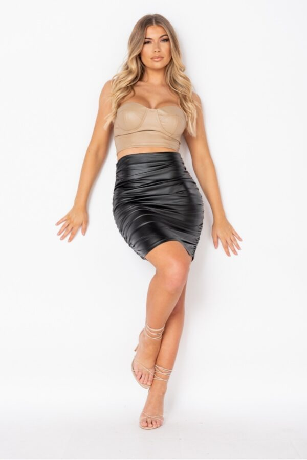 Shop skirts and women's clothes at www.amora-shopping.com
