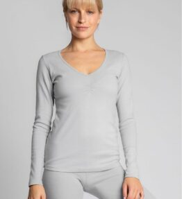 Shop The capsule wardrobe consists of such elements as this smooth cotton blouse with long sleeves for going out on cold days as well as for sleeping. You can create many different sets with it. at www.amora-shopping.com
