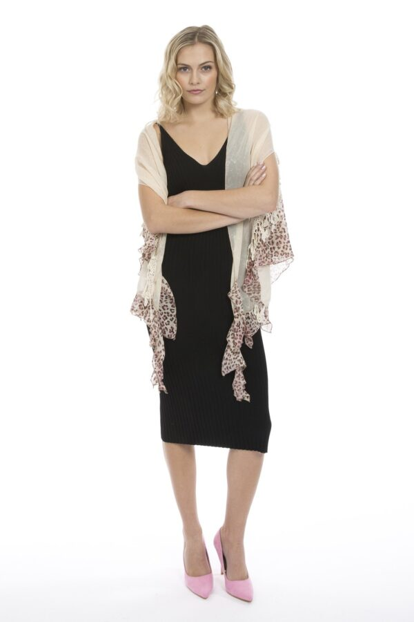 Shop Silk Chion Shawls at www.amora-shopping.com and discover Silk chiffon shawl. This product has arm holes so it can be worn as a waistcoat or scarf!