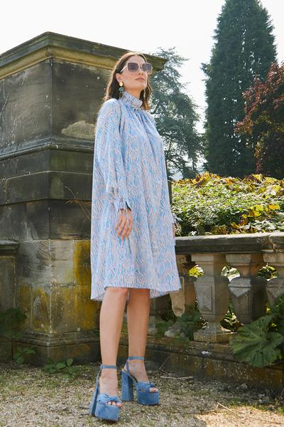 The Mellux collection of dresses is a luxury statement of hand-picked edits that have been created by leading British fashion houses and independent UK designers. The collection offers a selection of beautiful, designed dresses made from the finest luxury fabrics and cuts. at www.amora-shopping.com