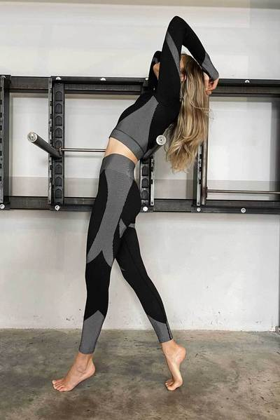 the Ultra Seamless Sports Leggings reinforces your movement and highlights your form with a durable support formation and shaping seamless contours. at www.amora-shopping.com