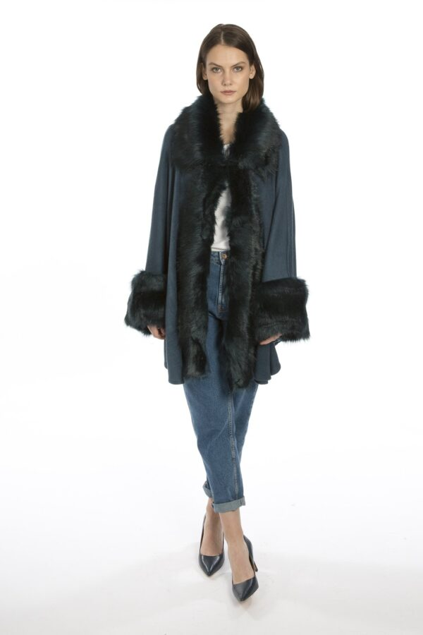 Shop Cashmere Wraps at www.amora-shopping.com and discover Luxury Cashmere Wrap